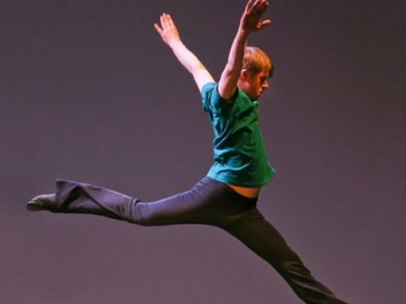 Ένα Αγόρι Με Σύνδρομο Down Μαγεύει Τον Πλανήτη Με Τον Χορό Του