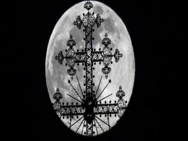 Πανσέληνος Απριλίου: Μαγικές εικόνες από το μεγαλύτερο φεγγάρι του 2020