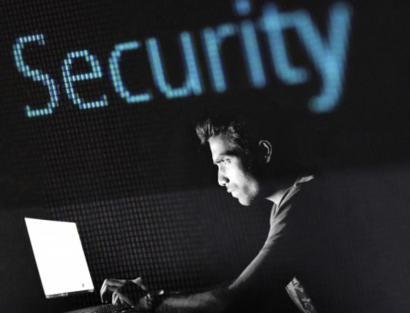 Εξαπάτηση μέσω διαδικτύου: Τι υπόσχονται οι δράστες. Πώς αποκτούν πρόσβαση στο e...