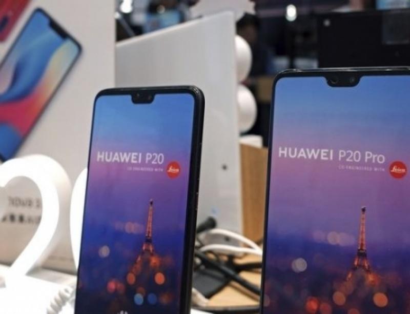 Η Google μπλοκάρει τη Huawei από τις υπηρεσίες της