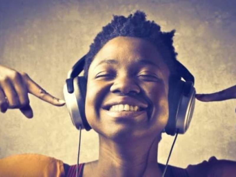 Η μουσική βελτιώνει τη μνήμη και την απόδοση του εγκεφάλου