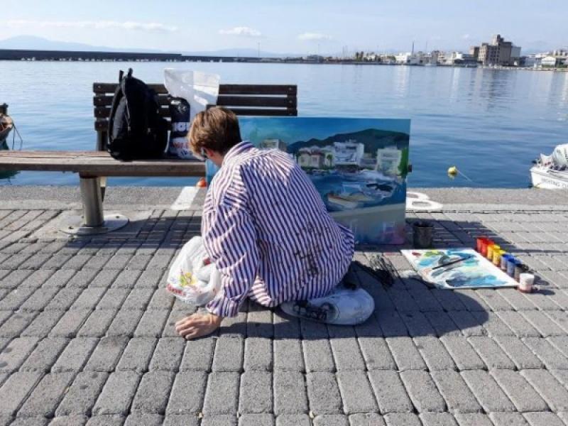 Φοιτητές της Ανωτάτης Σχολής Καλών Τεχνών ζωγραφίζουν την Καλαμάτα (εικόνες)
