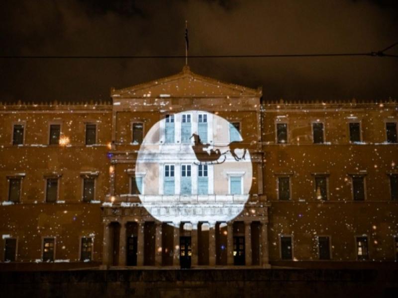 Χριστούγεννα: Νέες εκπληκτικές προβολές του εντυπωσιακού 3D projection mapping σ...