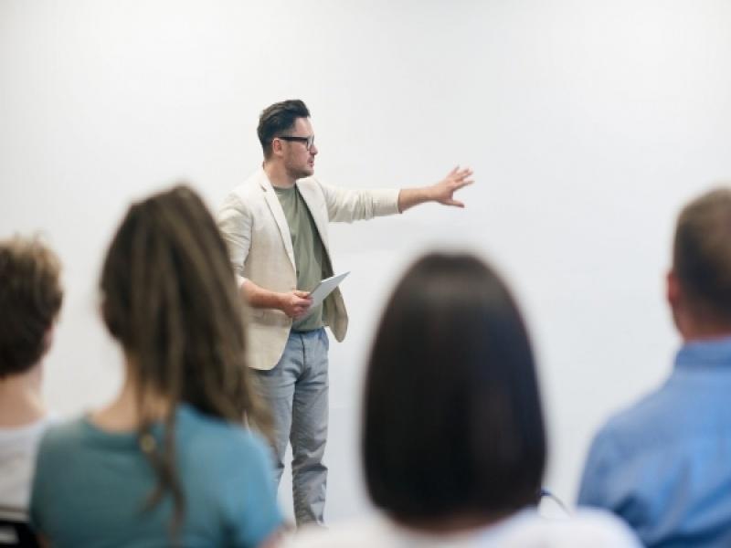 5 tips αν ετοιμάζεσαι να κάνεις παρουσίαση σε κόσμο και τρέμεις από το άγχος!