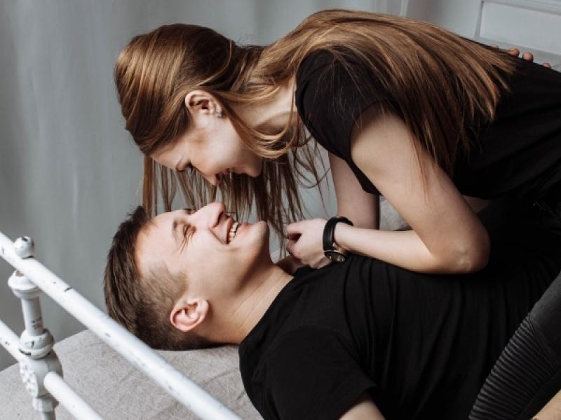 6 τρόποι να βοηθήσεις το ταίρι σου να ξεπεράσει τις ανασφάλειές του στο σεξ!