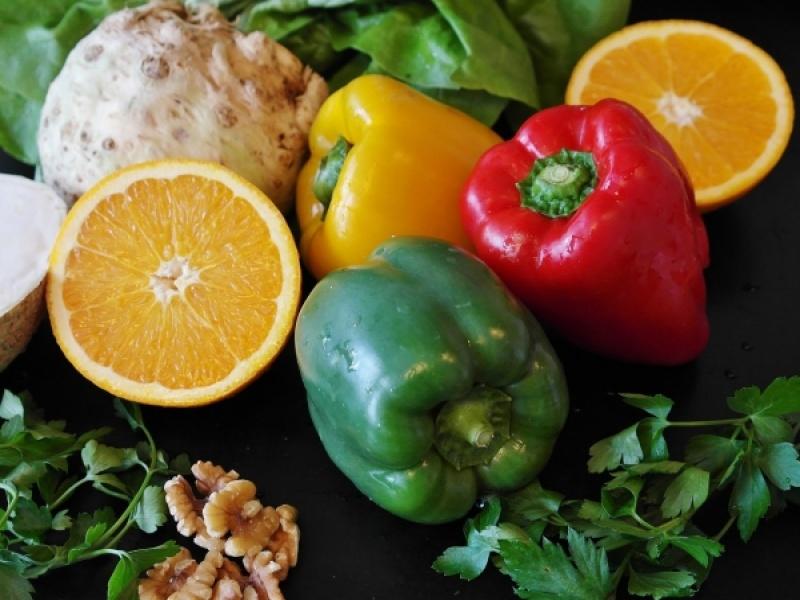 Πώς βοηθά η υγιεινή διατροφή έναντι της COVID-19
