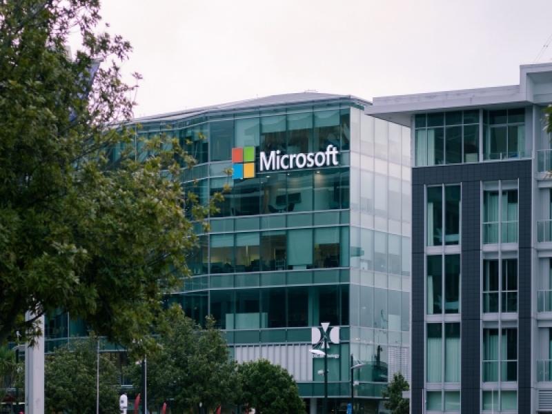 Η Microsoft προσφέρει θέσεις εργασίας και πρακτικής στην Ελλάδα, μήπως είναι η ε...
