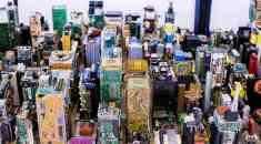 Εντυπωσιακό! Το Manhattan σε ...μικρογραφία από παλιά εξαρτήματα υπολογιστών!