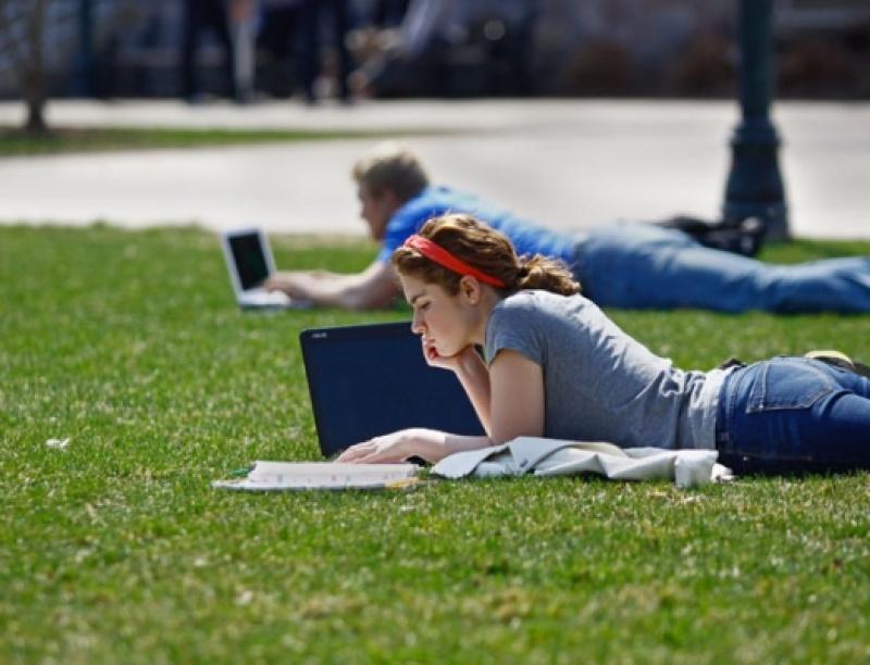 Όσο ανεβαίνει η ζέστη, τόσο πέφτουν οι βαθμοί των μαθητών στις εξετάσεις