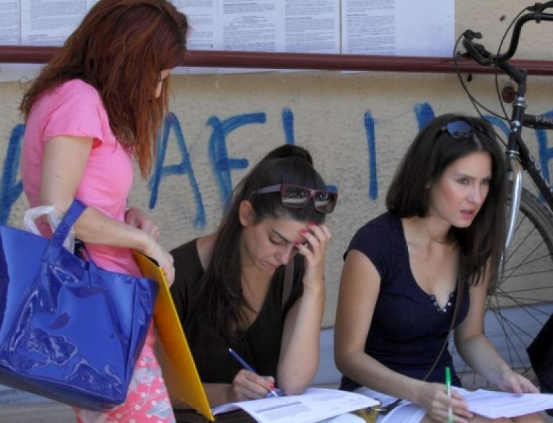 Ελλάδα: Πολλοί φοιτητές, ελάχιστοι βρίσκουν δουλειά μετά