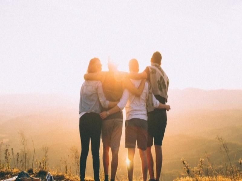 6 πράγματα που κάνουν ΜΟΝΟ οι ψεύτικοι φίλοι
