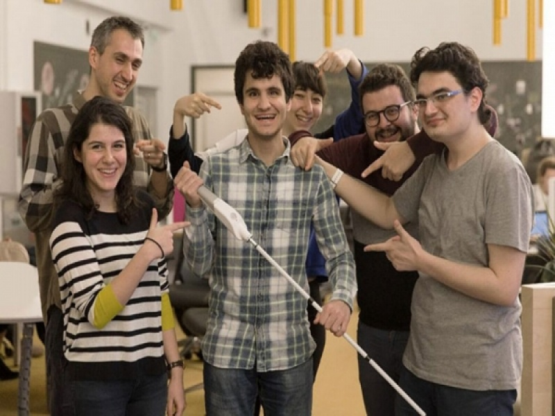 Τυφλός Τούρκος εφευρέτης δημιούργησε μπαστούνι που συνδέεται στο Google Maps!