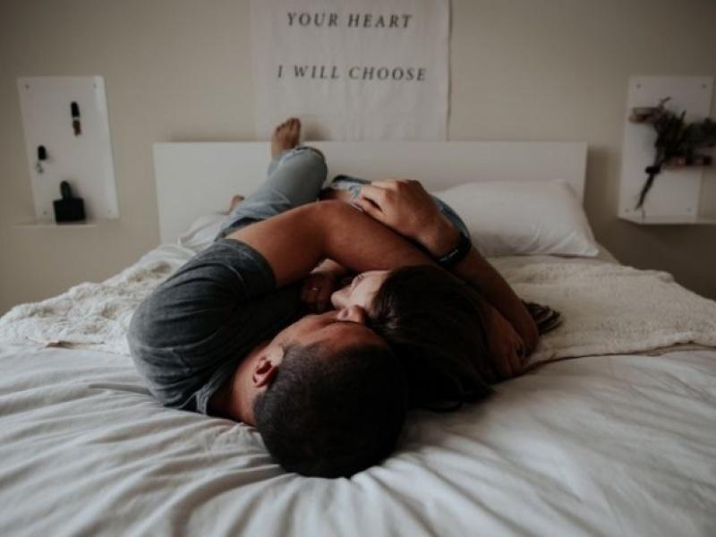 Γιατί πρέπει να κάνεις σεξ πριν πέσεις για ύπνο !