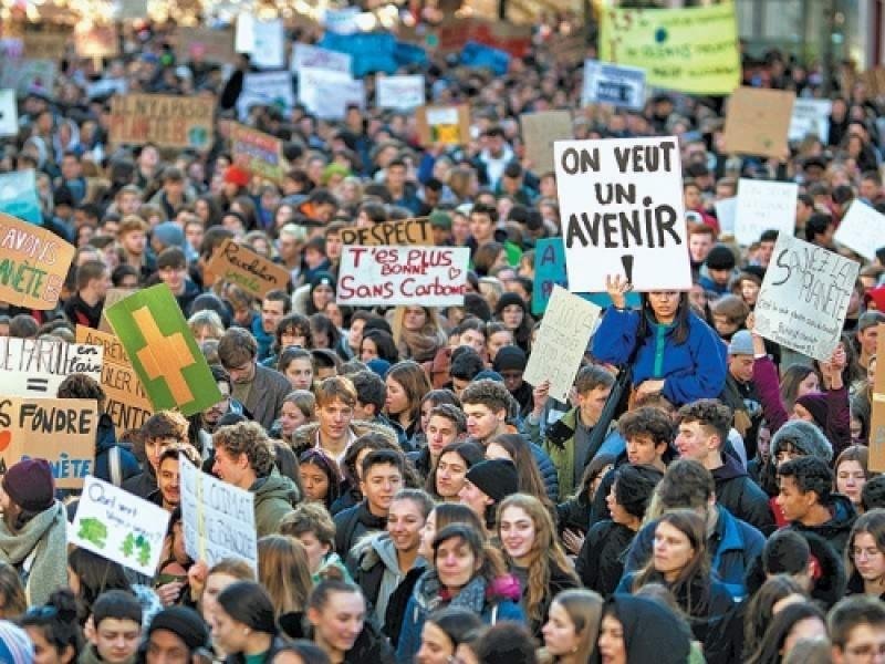 Μαζική αποχή - διαμαρτυρία μαθητών για το κλίμα