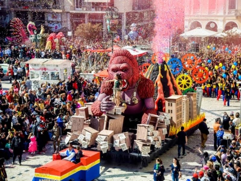 Το Πατρινό Καρναβάλι είναι αυτή η εμπειρία που κάθε φοιτητής επιβάλλεται να ζήσε...