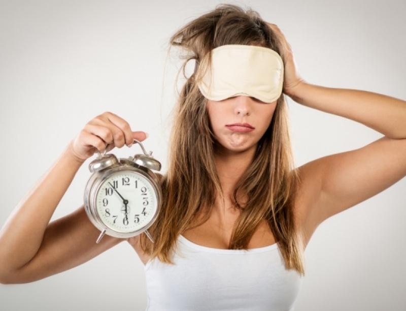 Δυσκολεύεσαι να κοιμηθείς; Ίσως κάνεις αυτά τα 4 λάθη στη διατροφή σου