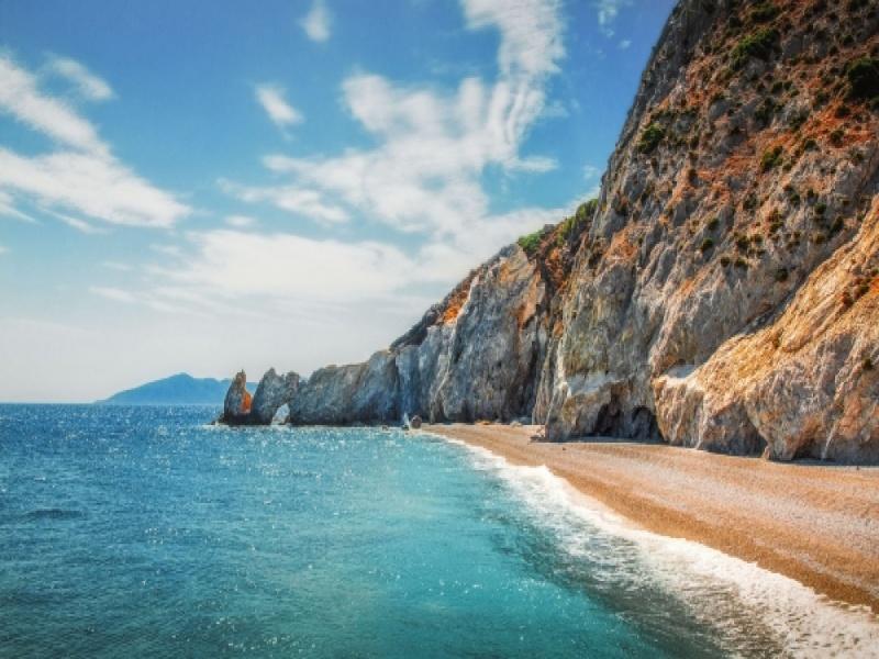 6 παραλίες στην Ελλάδα που όσο όμορφες είναι, άλλο τόσο επικίνδυνες μπορ...